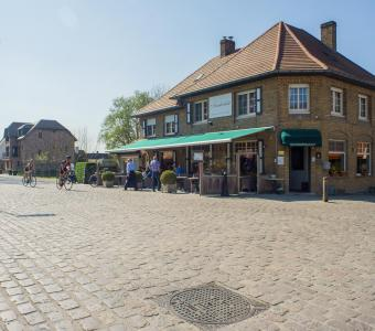 Pittoresk restaurant langs Damse Vaart in Hoeke T8000-J0733